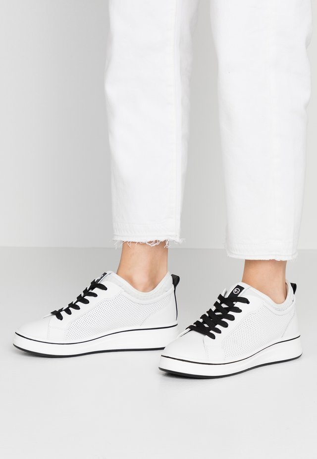 LACE-UP - Matalavartiset tennarit - white/black