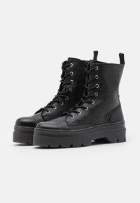 Pavement - AVELINE - Platform ankle boots - black - 2