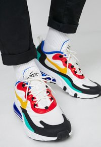 Nike Sportswear - AIR MAX 270 REACT - Sneakers laag - phantom/university  gold/university  red/black/kinetic green/hyper royal - 0