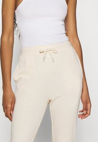 Even&Odd - SLIM FIT SWEAT JOGGERS  - Tracksuit bottoms - off-white - 3