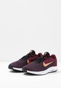 Nike Performance - DOWNSHIFTER  - Obuwie do biegania treningowe - night maroon/metallic copper/black - 2