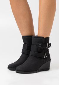 Simply Be - WIDE FIT PANSY - Wedge Ankle Boots - black - 0