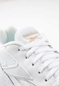 Reebok Classic - COURT DOUBLE MIX - Sneakersy niskie - white/panton