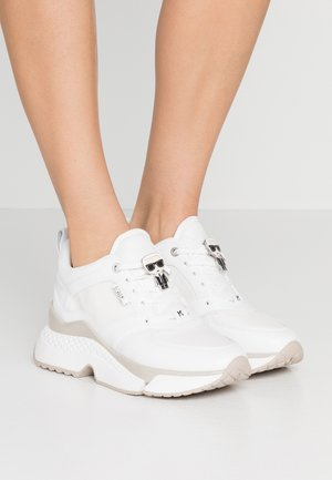 AVENTUR LACE SHOE - Joggesko - white