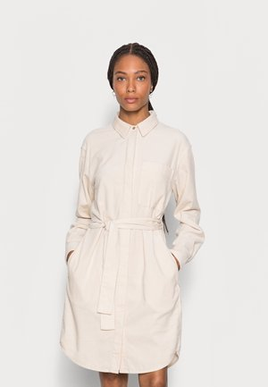DRESS RELAXED STYLE CHEST POCKET BELTED - Shirt dress - chalky sand