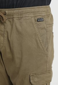 INDICODE JEANS - LAKELAND - Pantaloni cargo - army - 3