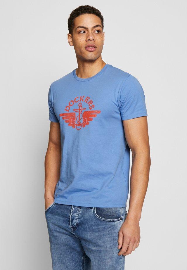 LOGO TEE - Printtipaita - blue petal/red
