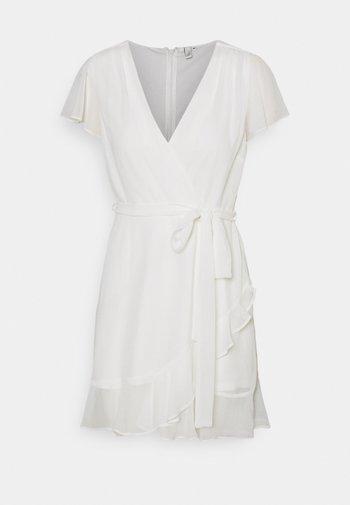 DREAMY FLOUNCE DRESS - Koktejlové šaty/ šaty na párty - white