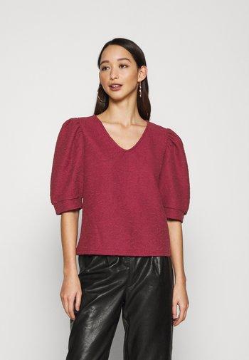 ONLDORA PUFF  - T-shirts med print - pomegranate