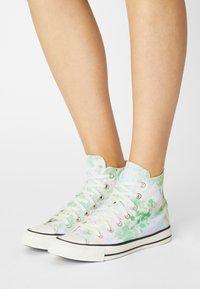 Converse - CHUCK TAYLOR ALL STAR SUMMER FEST - Zapatillas altas - egret/spring green/black - 0