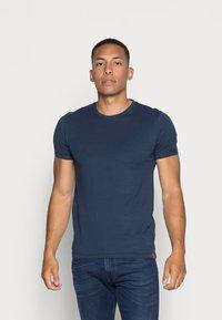 Levi's® - SLIM CREWNECK 2 PACK - T-shirt - bas - deep depths/blues - 3