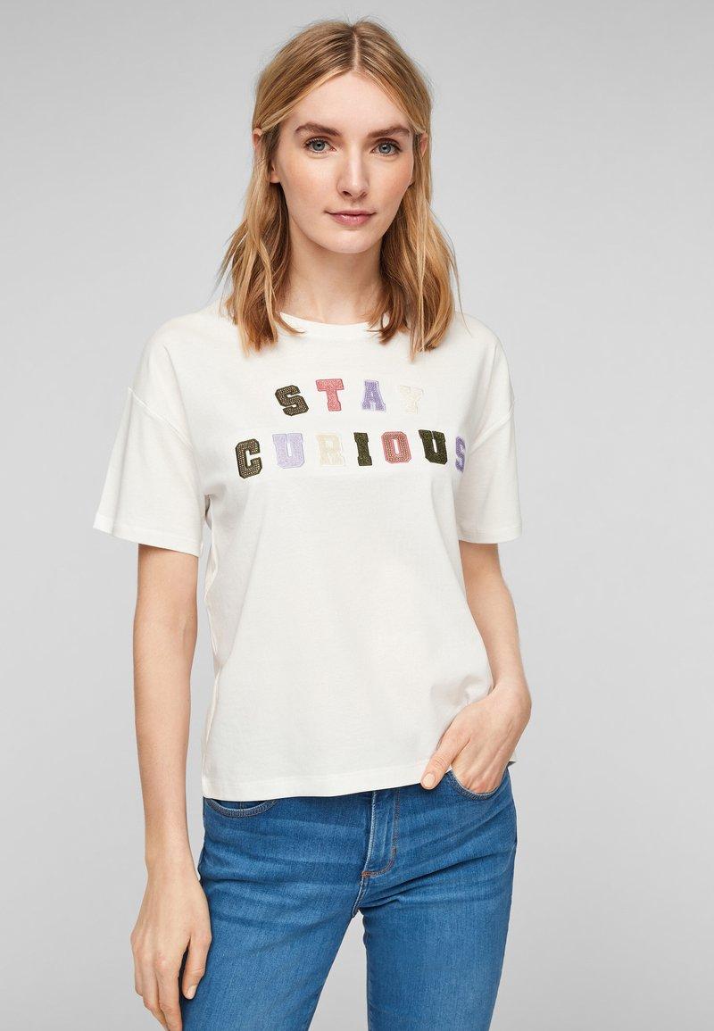 s.Oliver - T-shirt imprimé - offwhite statement print