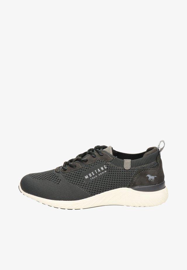 Sneakers - grijs