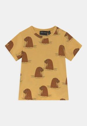 WALRUS TEE UNISEX - T-Shirt print - yellow