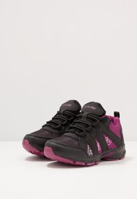 Hi-Tec - WARRIOR - Zapatillas de senderismo - black/purple - 3