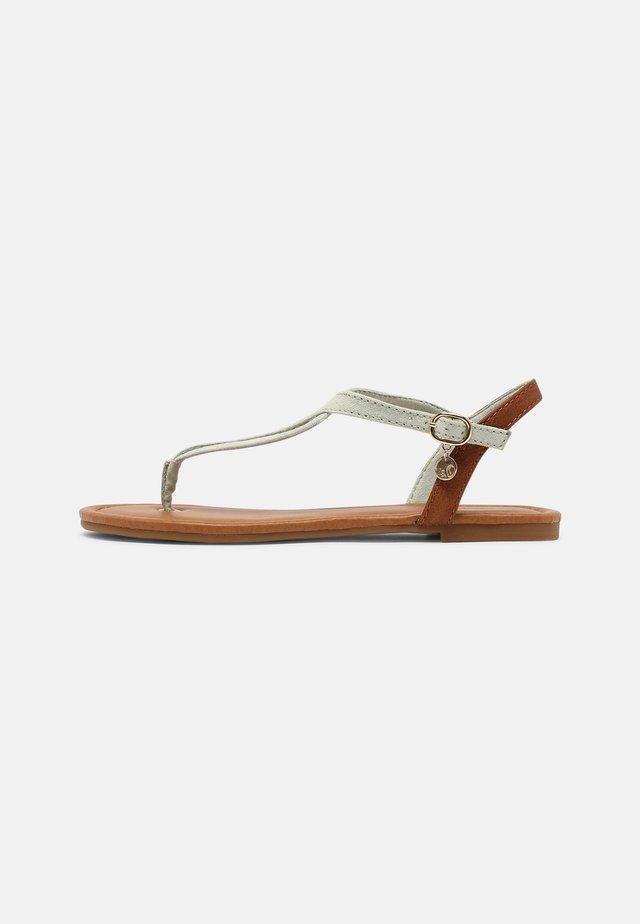 Sandály s odděleným palcem - green