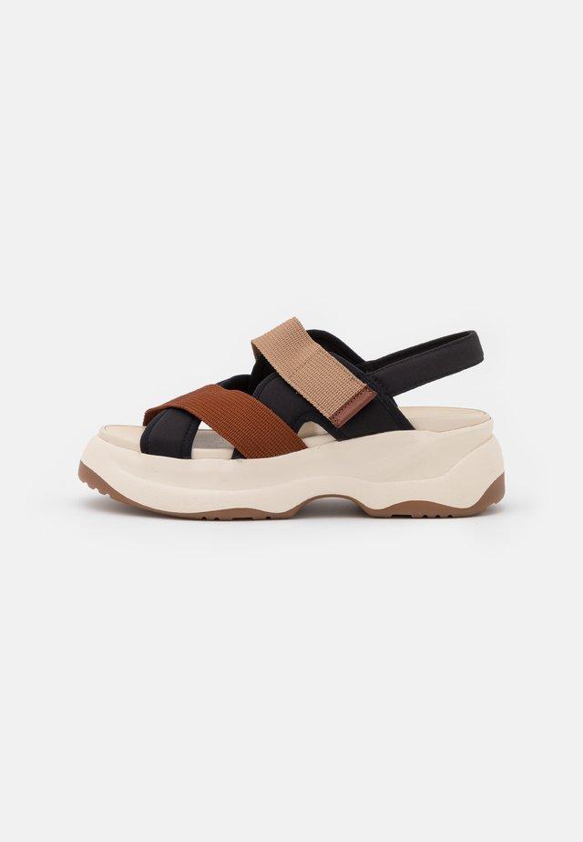 ESSY - Sandalen met plateauzool - rust/multicolor