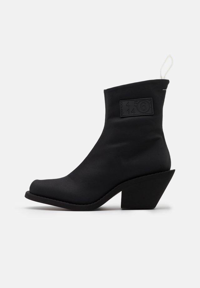TRONCHETTO NUOVO TACCO CAMPEROS - Støvletter - black