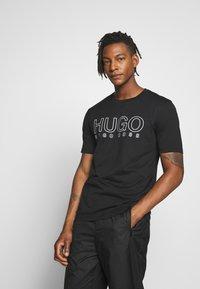 HUGO - DOLIVE - Print T-shirt - black - 0