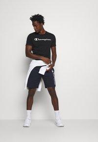 Champion - LEGACY CREWNECK - Print T-shirt - black - 1