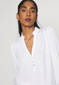 Morgan - OCHICHI - Button-down blouse - offwhite - 3