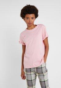 Vivetta - T-shirt con stampa - pink - 0