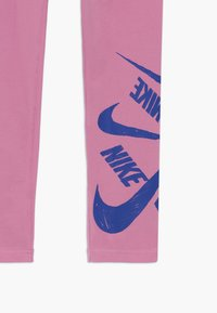 Nike Sportswear - G NSW FAVORITES LEGGNG MARKER - Legíny - magic flamingo/hyper blue - 3