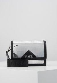 KARL LAGERFELD - DISCO SHOULDER BAG - Taška spříčným popruhem - silver - 0