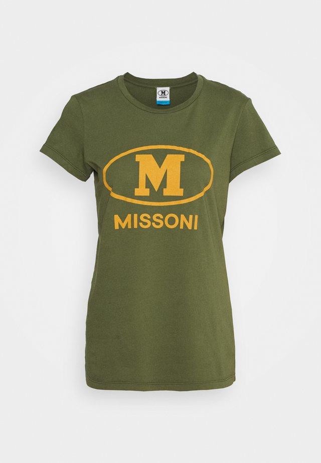 MANICA CORTA - T-shirts med print - khaki