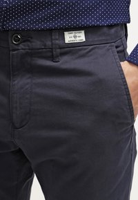 Tommy Hilfiger - DENTON - Chinosy - midnight - 4