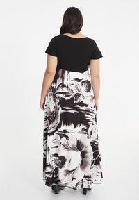 SPG Woman - Maxi dress - black - 2