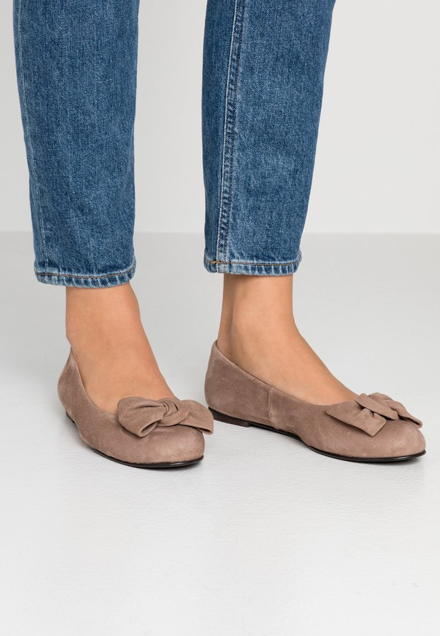 WIDE FIT CARLA - Ballet pumps - taupe