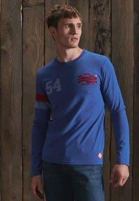 Superdry - VINTAGE LOGO VARSITY - Long sleeved top - mazarine blue marl - 1