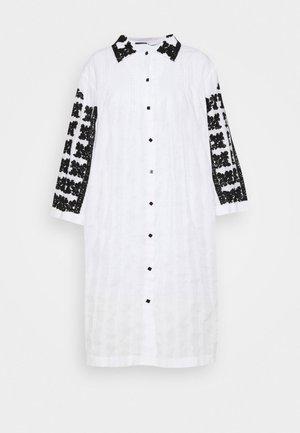 TOMOKO DRESS - Robe chemise - white