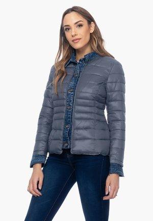 ANORAK MIT DETAIL AN AUSSCHNITT, MANSCHETTEN UND KN - Light jacket - gris