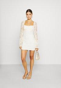 NA-KD - RUCHED MINI DRESS - Vestido de cóctel - off white - 1