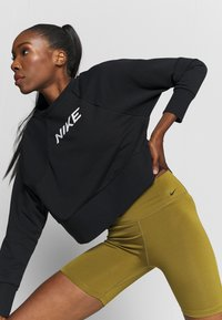 Nike Performance - ONE SHORT - Legging - olive flak/white - 3