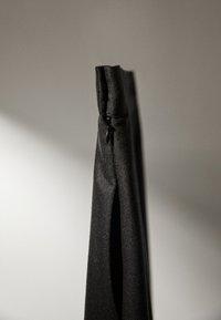 Massimo Dutti - MIT ZACKEN AM SAUM - Spódnica trapezowa - dark grey - 5