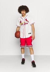 Nike Performance - NBA CHICAGO BULLS SHORT - Squadra - university red/white/black - 1