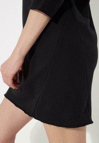 Tezenis - MIT U-BOOT-AUSSCHNITT - Jersey dress - nero - 3