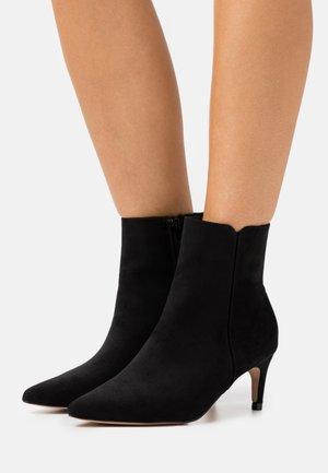 HELENA POINT BOOT - Kotníkové boty - black