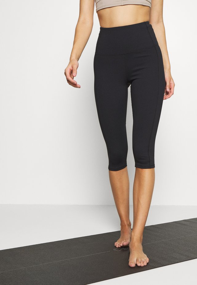 WORKOUT CAPRI - Pantaloncini 3/4 - black