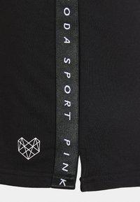 Pink Soda - TERRA SHORT - Sports shorts - black - 2