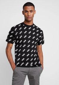 Vans - RETRO ALLOVER - T-Shirt print - black - 0