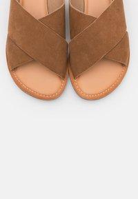 Kickers - DIAZ - Mules - camel - 5