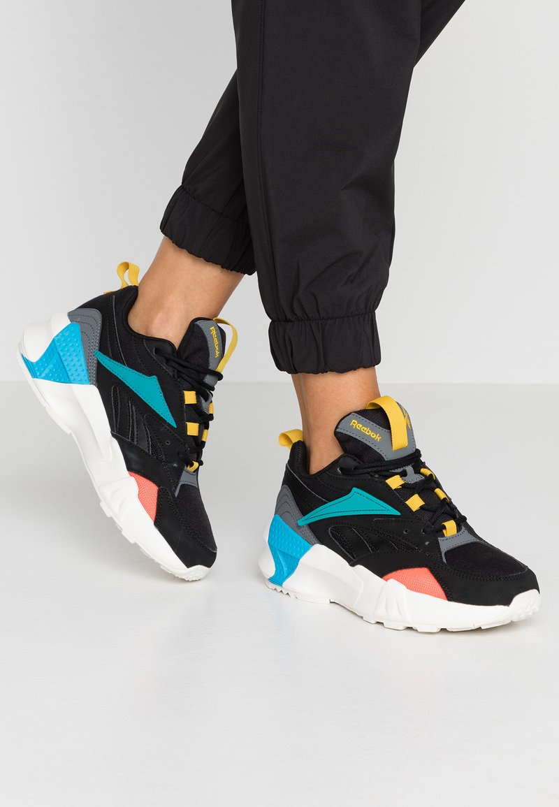 Reebok Classic - AZTREK DOUBLE POPS LIGHT CUSHION SHOES - Tenisky - black/alloy/teal