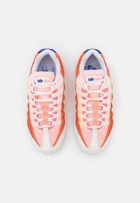 Nike Sportswear - AIR MAX 95 - Zapatillas - campfire orange/racer blue/sail/laser orange/citron pulse/peach cream - 4