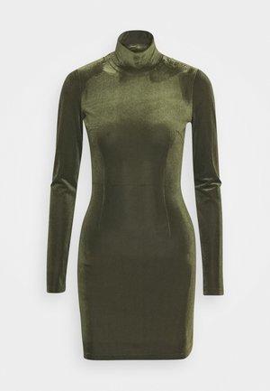 TURTLENECK DRESS - Robe fourreau - dark green