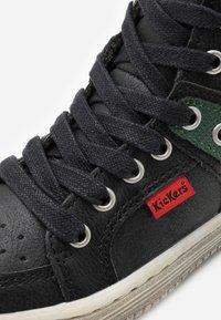 Kickers - LOWELL - Höga sneakers - noir/vert - 5