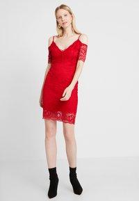 Guess - DAVINA DRESS - Robe de soirée - red attitude - 1